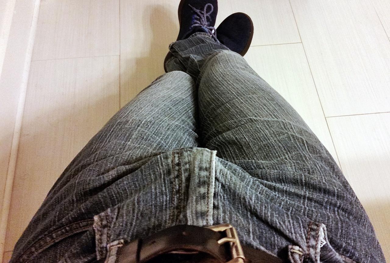 тёлка трахается фото член стоит в джинсах что, правда